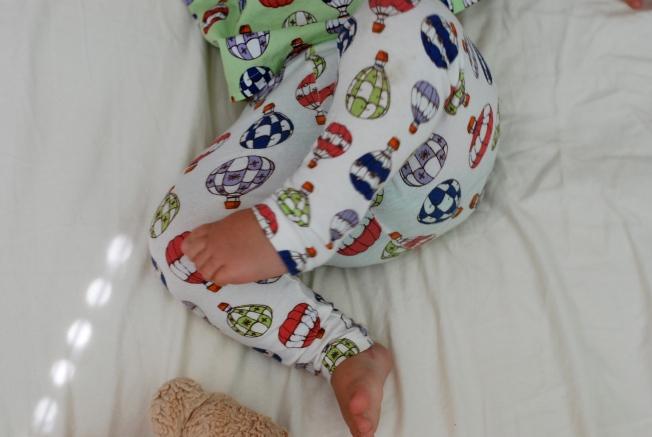 wiggling feet