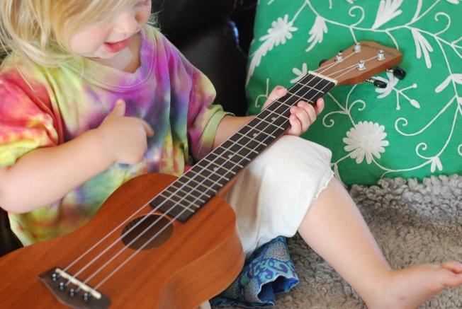 ellie plays the uke